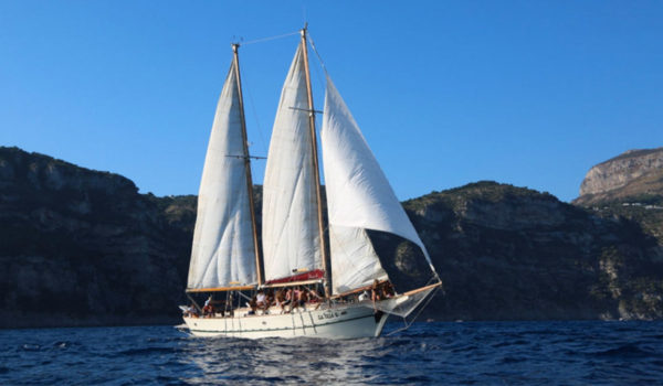 ganesh-capri-boat-tour