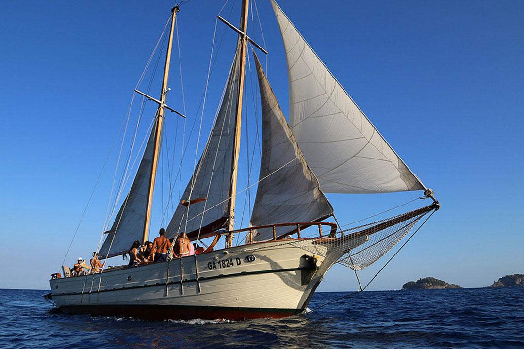 ganesh-boat-tour-sorrento
